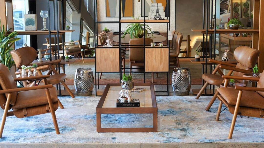 FERNANDA CONDE – Sofá trocado e continuam os defeitos | Cenário Móveis - A loja mais completa em móveis finos e de luxo em Goiânia e Brasília